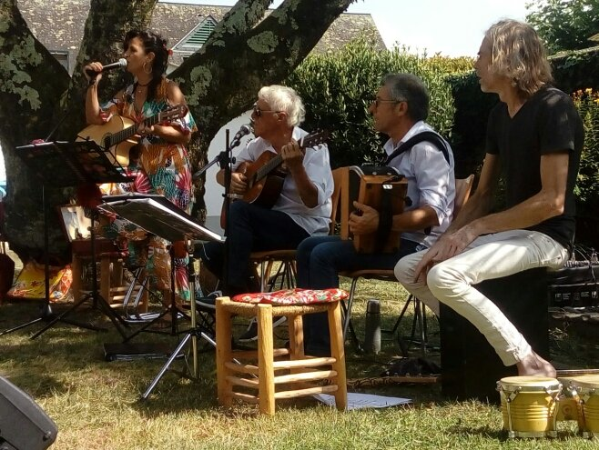 PAT Y PICOS  en concert à Arrens au marché